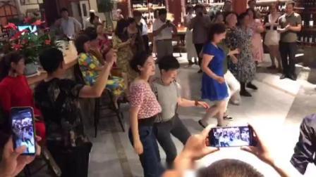 天津红酒舞会停泊学员摇摆集体舞
