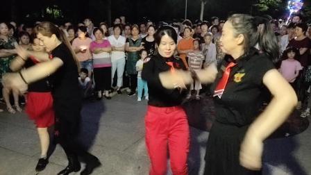 水晶苹果广场舞:  第九套水兵舞