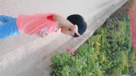 三岁二十天的李一宸自己编舞
