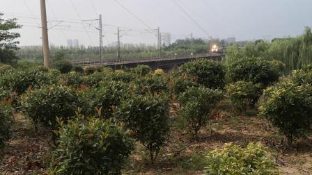 上局徐段df11牵引k677徐州—广州东通过新汴河铁路桥