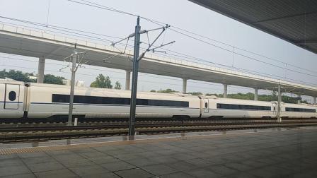 CRH2通过江宁站,G7677出江宁站。