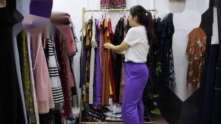 2019年最新精品女装批发服装批发时尚服饰时尚女士新款夏装连衣裙特价走份30件一份,视频款可挑款零售混批1.mp4