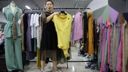2019年最新精品女装批发服装批发时尚服饰时尚女士新款夏装两件套套装走份20件一份,视频款可挑款零售混批.mp4