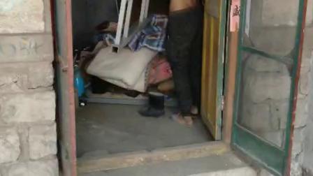 这就是工人们住做房子!太垃圾了!