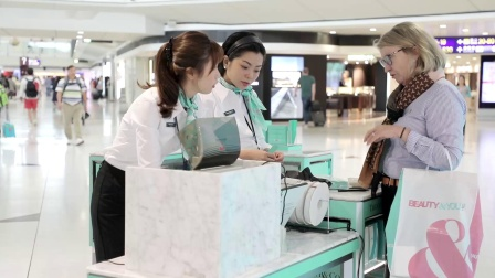 香港国际机场广告参考: Tiffany互动体验区