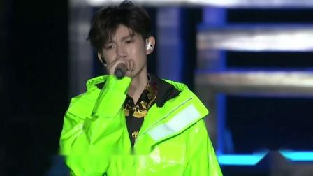 王源18岁生日演唱会 演唱歌曲《天真有邪》