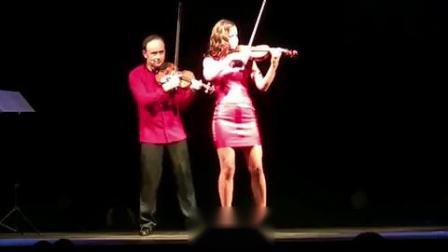 """这位小提琴家竟在舞台上公然""""撩妹""""!?"""