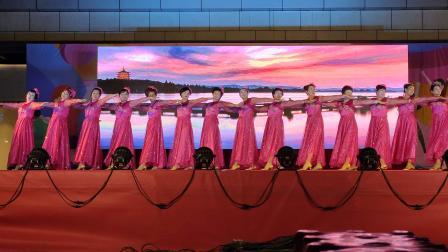 开心舞蹈队在东港歌友会邀请下,演出成功!👏👏👏