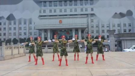 学跳广场舞《当兵就是那么帅》