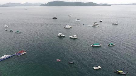 Y-1975-平静的海面上很多私人游艇一起度假