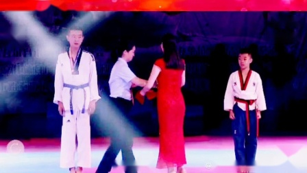 库尔勒飞翔跆拳道俱乐部2019年新疆维吾尔自治区跆拳道联赛决战庭州王者之战 周生林VS阿依拜克