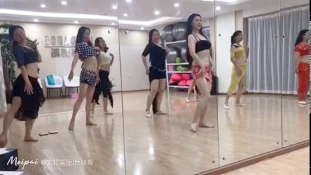杭州市太拉国际东方舞瑜伽培训学校 —— 好久不见我们的琪函老师,在太拉国际玉溪分校进行零基础系统班教学,通过视频看见大家的进步神速呀,果然琪函老师教学水平刚刚的