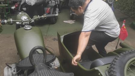 胡老板的骑着长江750边三轮带我去厂里玩