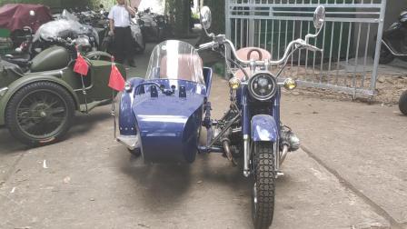 看看这骚气的边三轮摩托车