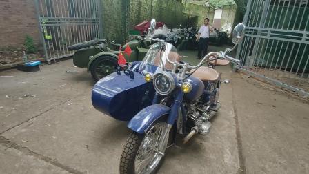 我更喜欢这一款蓝色的边三轮摩托
