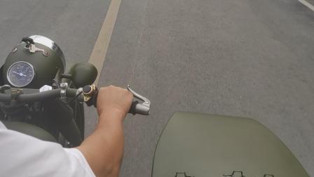 哥,是边三轮就开慢点,摩托车也不安全啊