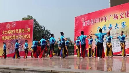 广场舞比赛第一名《爱我中华》从服装到队形都非常整齐