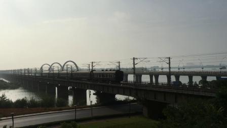 K1235 九江-昆明 快速通过八里湖大桥