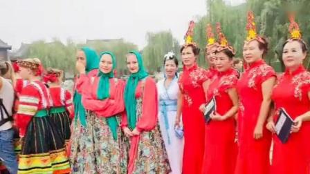 十月玫瑰(🌹中间穿白色汉舞服)2019年9月10号上午洛邑古城和🌺模特姐妹以及🌺6个国家友人国庆70周年巡演👉🏻同台演出(模舞)《清明上河图》照片视频