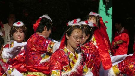 庆祝新中国建国70周年套外村广场舞联谊会之夕阳红健身舞队舞蹈《格桑拉》片段