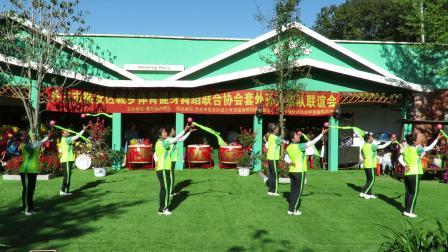 庆祝新中国建国70周年套外村广场舞联谊会之绿云嘉园健身队柔乐球《哪里有酒哪里醉》片段