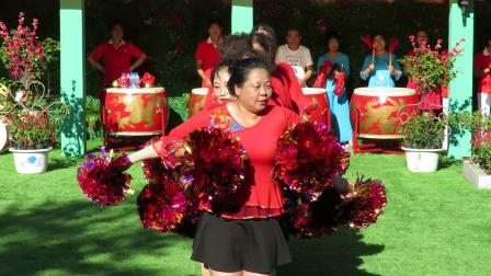 庆祝新中国建国70周年套外村广场舞联谊会之鸭绿江幸福秧歌队花球舞《中国大舞台》片段