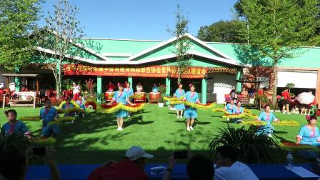 庆祝新中国建国70周年套外村广场舞联谊会之套外翠英广场舞队扇子舞蹈《中国吉祥年》片段