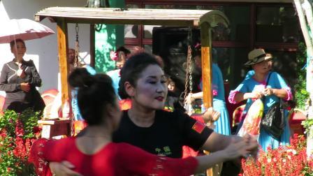 庆祝新中国建国70周年套外村广场舞联谊会之窑沟健身舞队体育舞蹈慢四《我是一条小河》片段