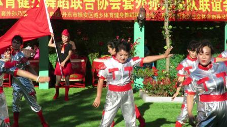 庆祝新中国建国70周年套外村广场舞联谊会之太平湾快乐舞蹈队舞蹈《自豪的建设者》片段
