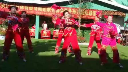 庆祝新中国建国70周年套外村广场舞联谊会之龙头健身队舞蹈《祝福送给你》片段