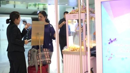 香港国际机场广告参考: 免稅店Beauty&You互动体验区