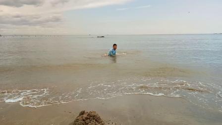 苏景贤北戴河海滩玩耍