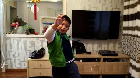 【7岁半】11-12哈哈小魔术表演,很搞笑video_160427