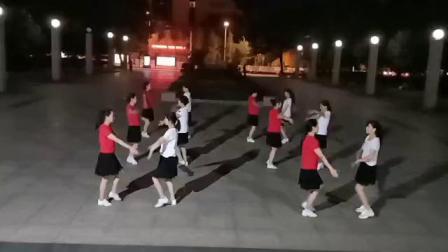 小英子姊妹花广场舞《亲爱的你在哪里》