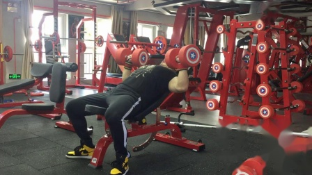 摇头岭车神卧推150公斤10次-泾县力型健身私教工作室