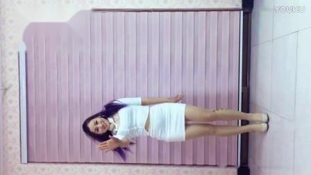 青青世界广场舞 紧身白裙《烟花雨》竖屏