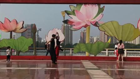 北京阳光*媚怡莲花池公园表演吉特巴