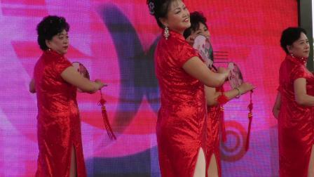 庆祝新中国成立70周年文体展示之宗裕模特队表演的模特走秀《黄鹤楼》片段