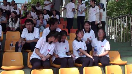 家长代表应邀观看到的朱家角中学2019运动会开幕式