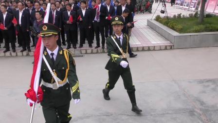 祖国70华诞.甘肃徽县一中4000余人升国旗