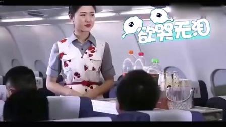 飞机上, 空姐遇到难搞乘客, 结果旁边的人没忍住