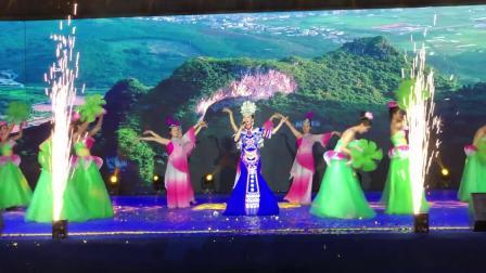湘妹子张芝明一曲《又唱浏阳河》声线清亮优美