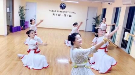 杭州市太拉国际东方舞瑜伽培训学校 —— 好久没有出印度舞视频,今天献上大家期待已久的《宝莱坞生死恋》中的经典曲目《Morey Piya》