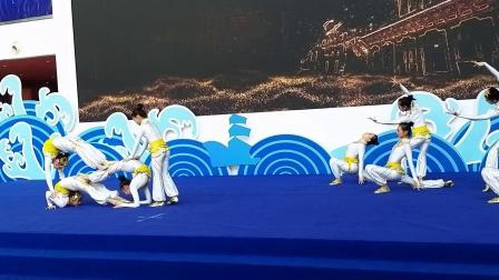 桂林艺术学校小女生杂技表演