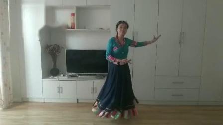大妈学跳广场舞《卓玛泉》 特别柔美
