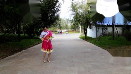 我的九寨-藏族舞服-优雅百合