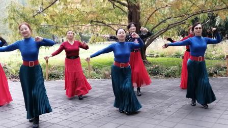 人间最美,最美是故乡。紫竹院魅力朵朵舞蹈队广场舞《我的九寨》非常美