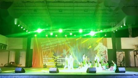 槎滘姐妹舞蹈队表演《绣花织梦》