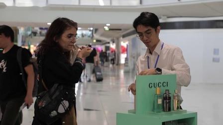 香港国际机场广告参考: Gucci互动体验区