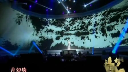 王菲纪念邓丽君60周年演唱会《独上西楼》妆容素雅,冷艳高贵!